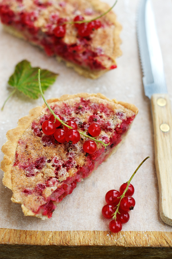 red currant tart almond